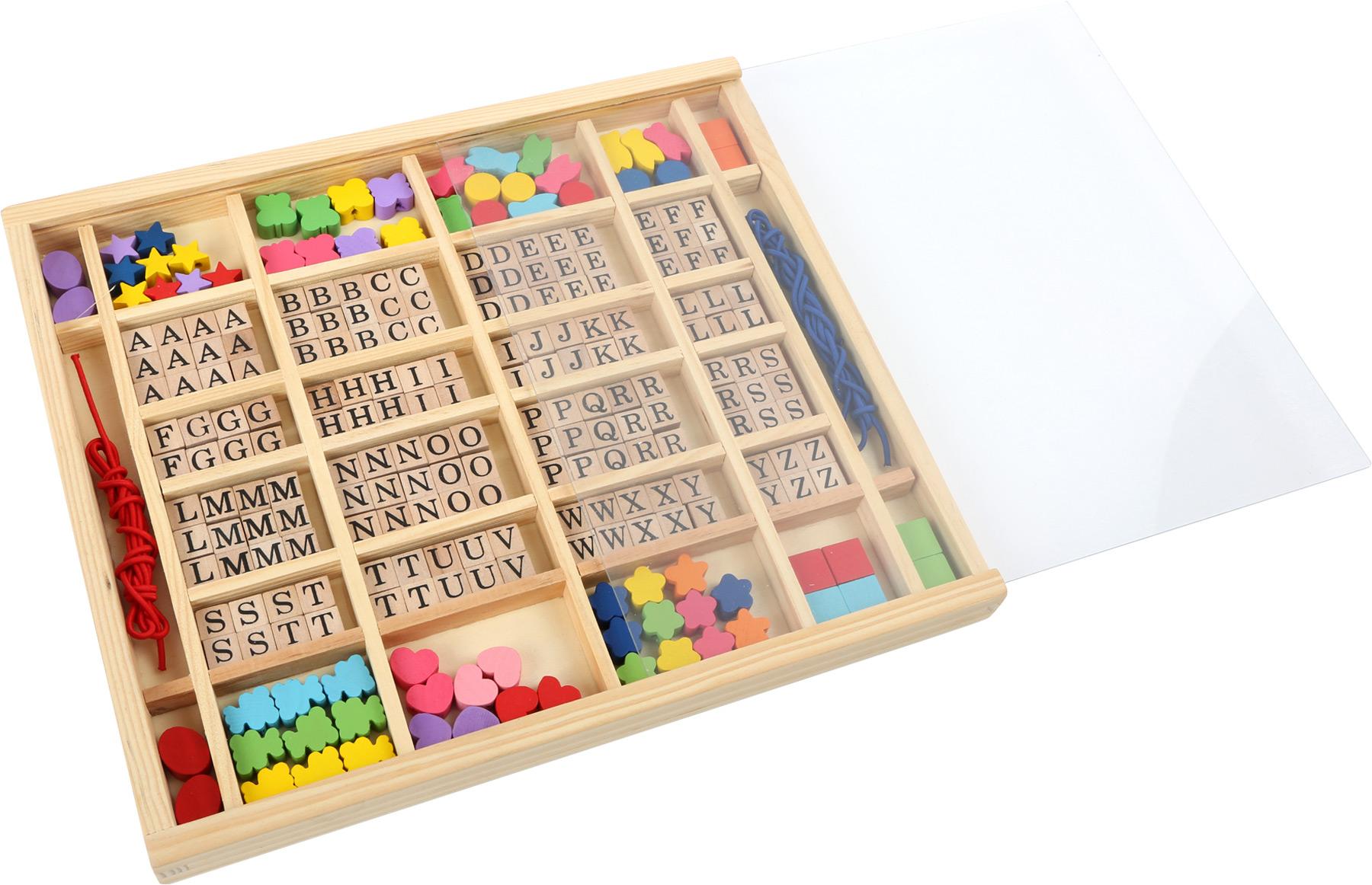 Small Foot Drevené navliekacie korálky - Abeceda v krabičke