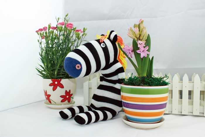 Small Foot Kreatívna hračka - Postavička z pančuchy Zebra