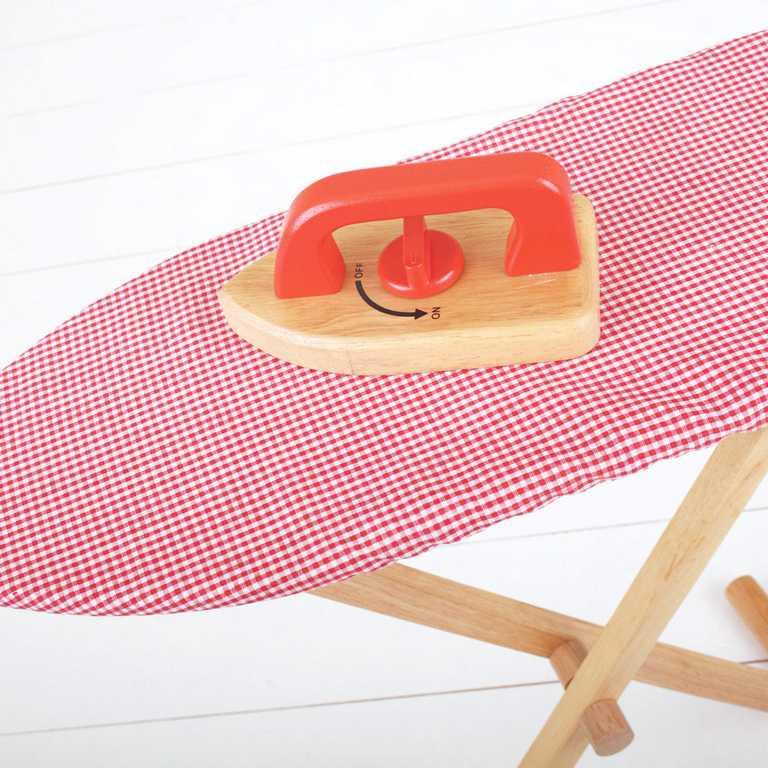 Bigjigs Toys Drevená žehliaca doska so žehličkou