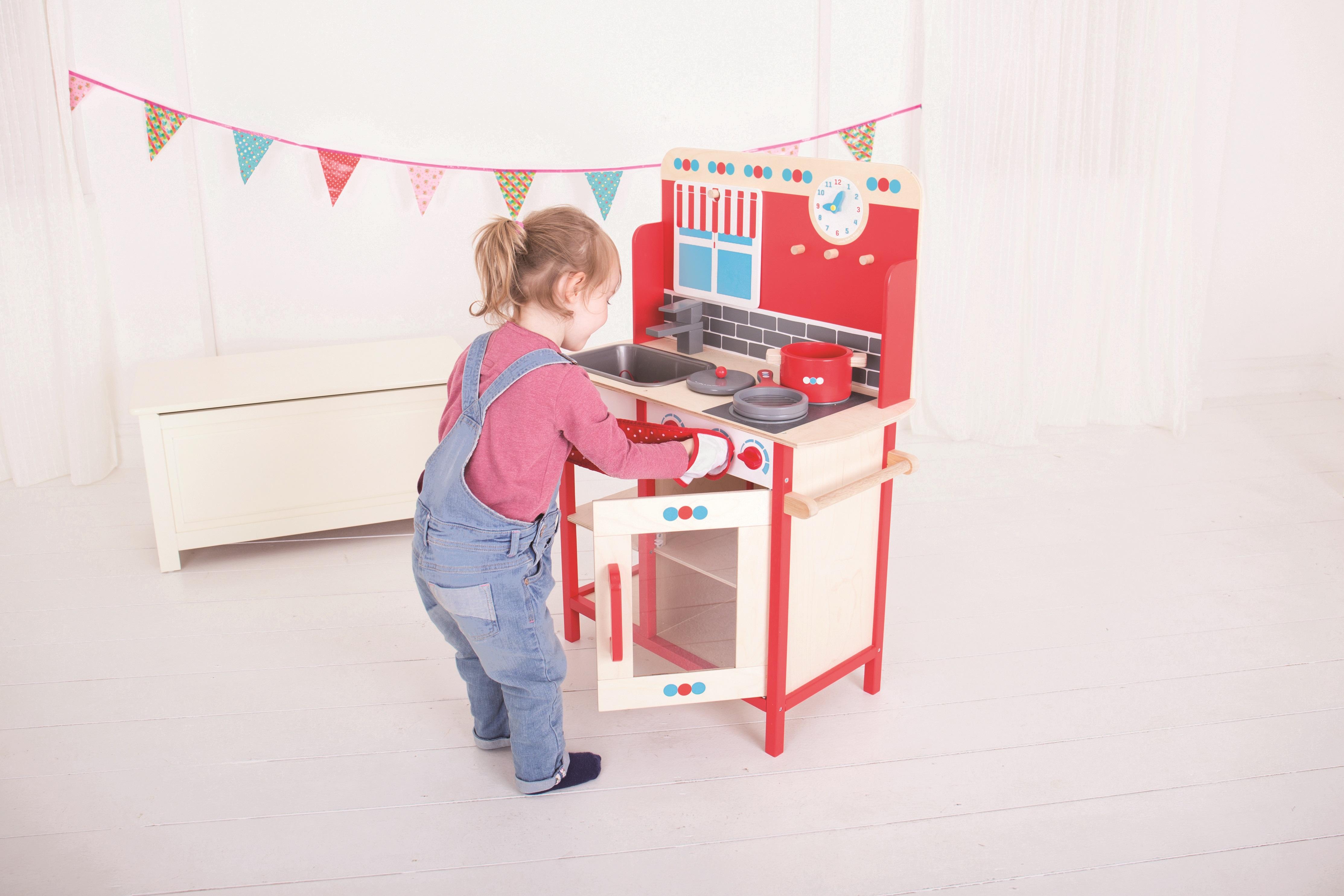 Bigjigs Toys Drevená detská kuchynka červená