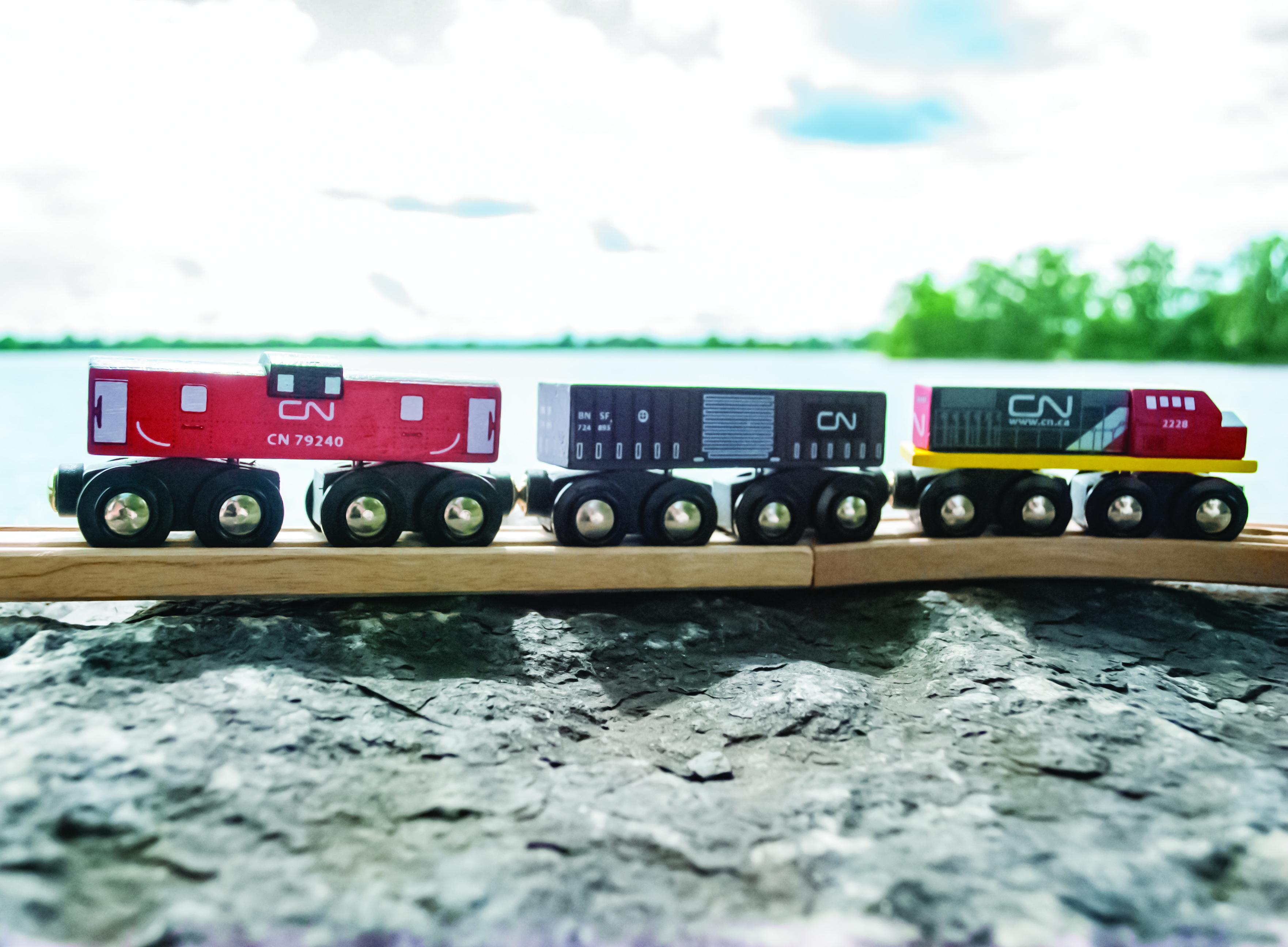 Dřevěná vláčkodráha Bigjigs - CN nákladní vlak + koleje