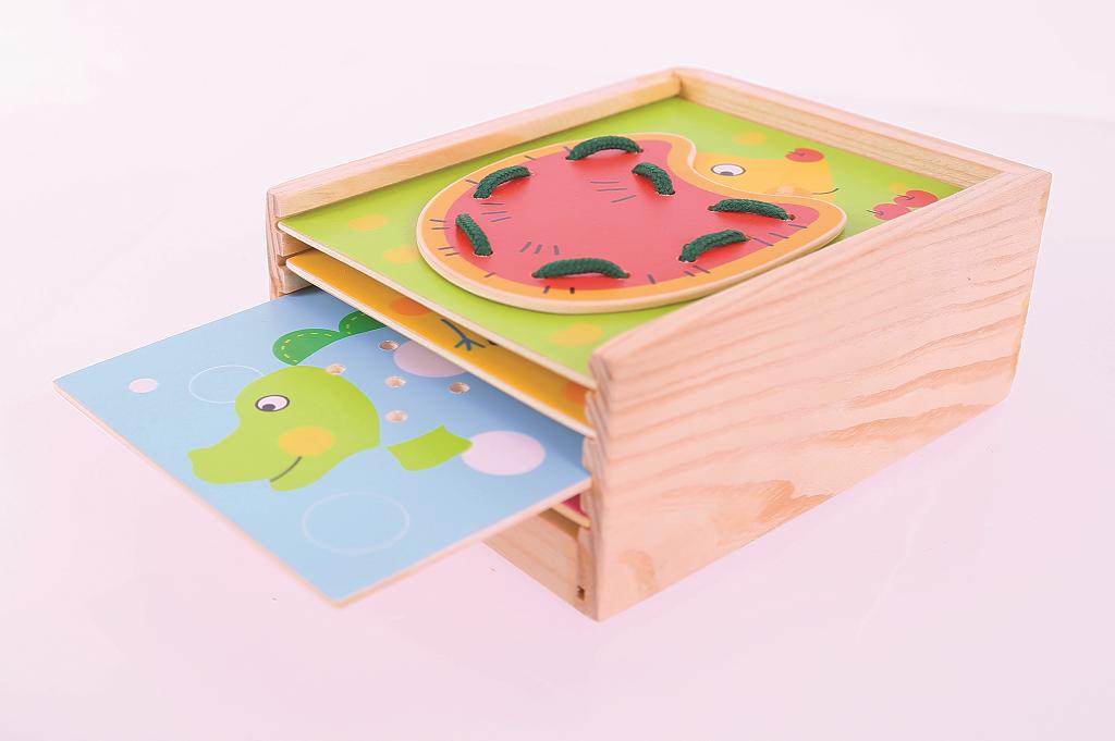 Bigjigs Toys dřevěné hračky - provlékání zvířátek