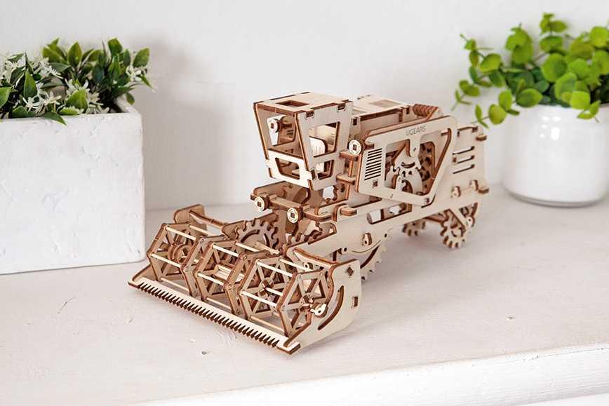 Ugears Drevená stavebnica 3D mechanické Puzzle Kombajn