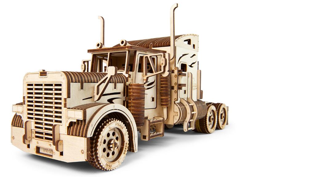 Ugears Drevená stavebnica 3D mechanické Puzzle Ťahač Heavy Boy