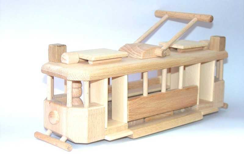 Ceeda Cavity - přírodní dřevěná historická tramvaj
