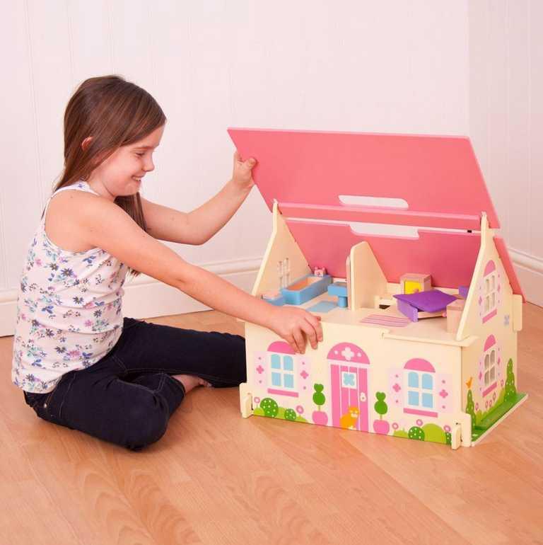 Bigjigs Toys Prenosný drevený domček pre bábiky