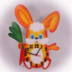 Dřevěné hodiny Zajíček s mrkví oranžový